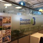 ADHESIF-DEPOLI-IMPRIME-BOUYGUES-IMMOBILIER-BORDEAUX-YES-COMMUNICATION