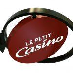 LE-PETIT-CASINO-ENSEIGNE-DRAPEAU-YES-COMMUNICATION-PARIS