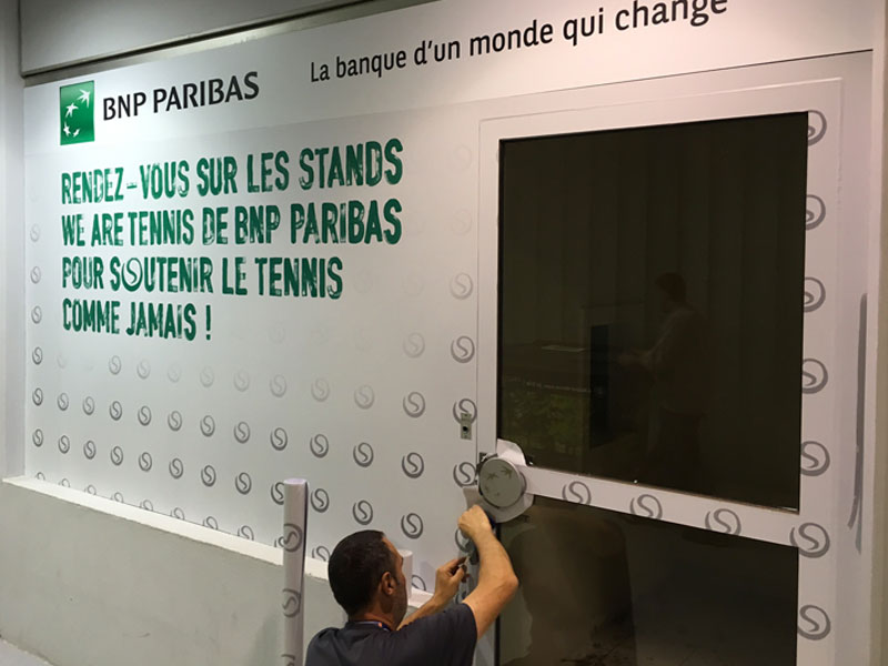 Yes Communication - Pose adhésif BNP Paribas - Roland Garros